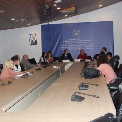 Asociacioni për Mbështetjen arsimit të Republikës së Kosovës ka zhvilluar një mbledhje me Komitetin Kombëtar për organizimin e Garës Kombëtare të Fizikës në fushën e Arsimit