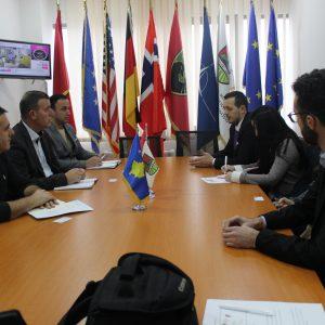 Kryetari i Komunës Xhafer Gashi, ka pritur në takim Kryetarin e Asocacionit për Mbështetjen e Arsimit dhe Aftësim Profesional të Republikës së Kosovës, Shkelzim Murtezi