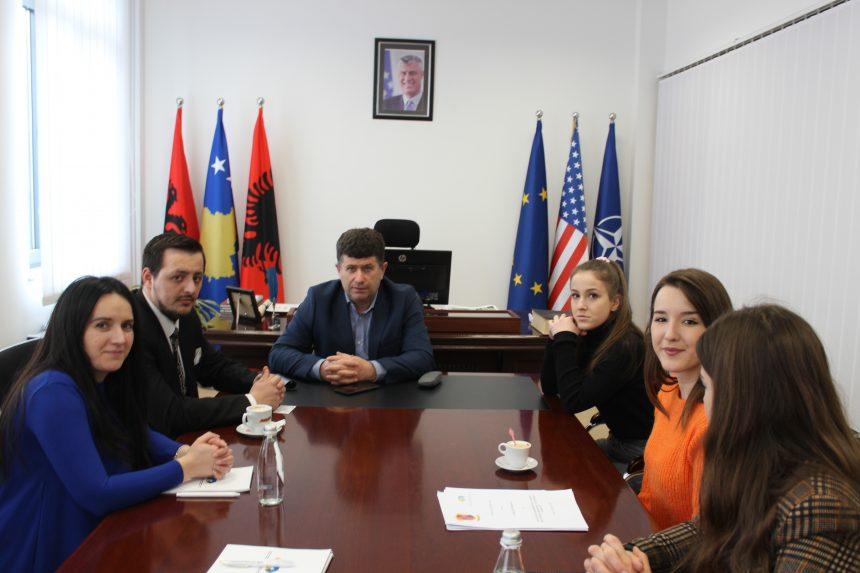 zv. Kryetari i Komunës së Drenasit, Prof. Dr. Nazmi Hasi, ka pritur në një takim kryetarin e Asosacionit për Mbështetjen e Arsimit dhe Aftësimit Profesional të Republikës së Kosovës, Shkelzim Murtezi